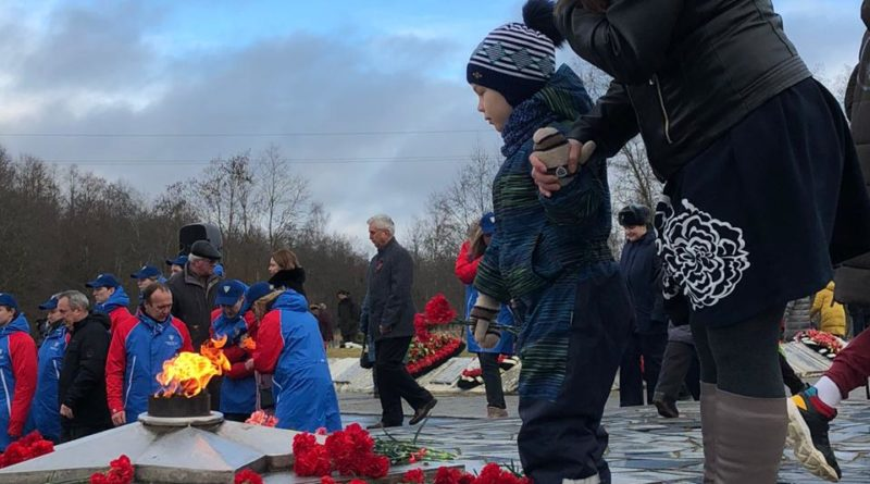 Торжественный митинг, посвящённый 76-годовщине освобождения Сланцевского района от немецко-фашистских захватчиков